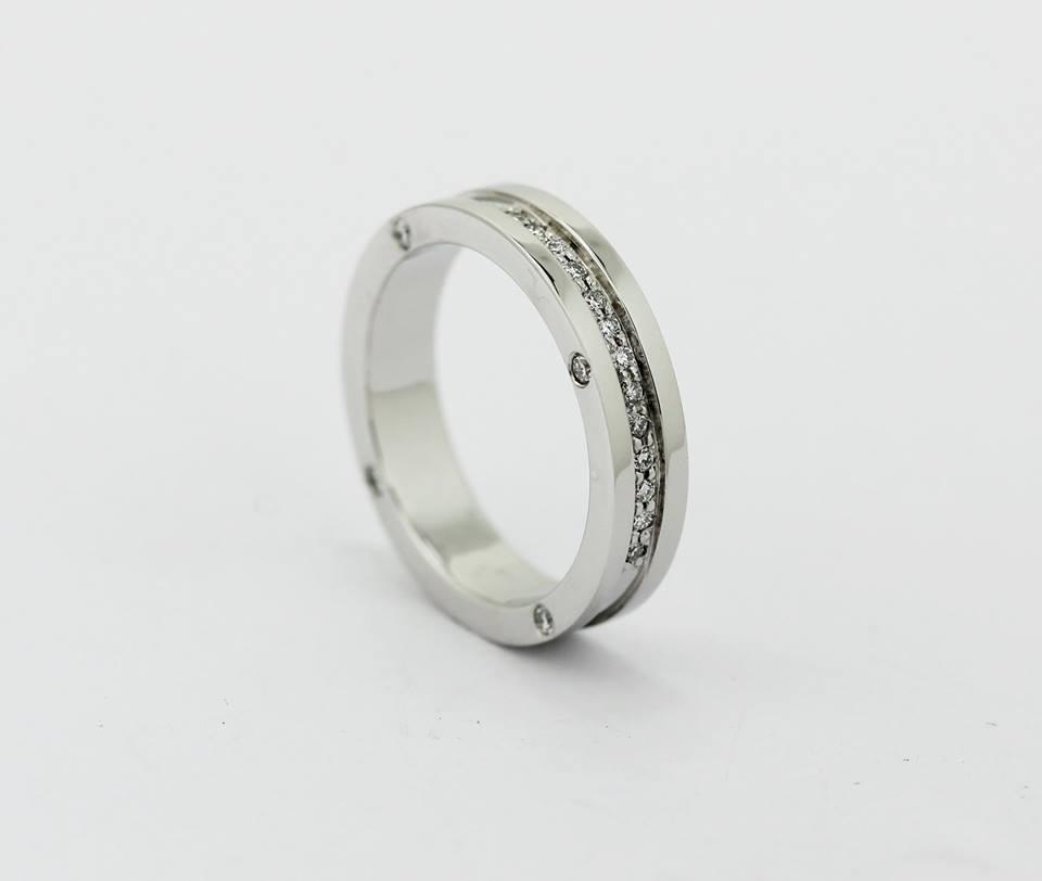 srebrn zaročni prstan